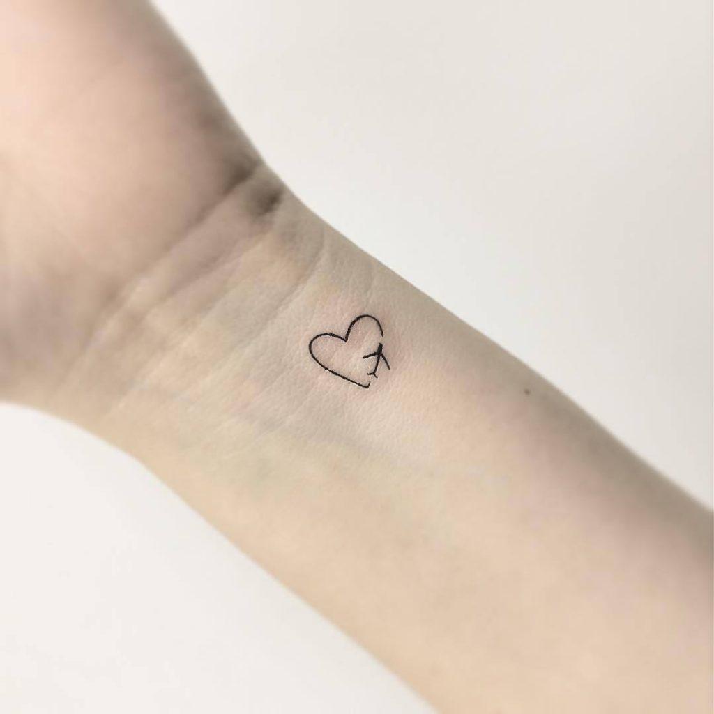 Small Heart Tattoos: 20+ Beautiful Heart Tattoo Designs