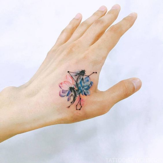 Cover up tattoo on the left hand by tattooist Wonseok