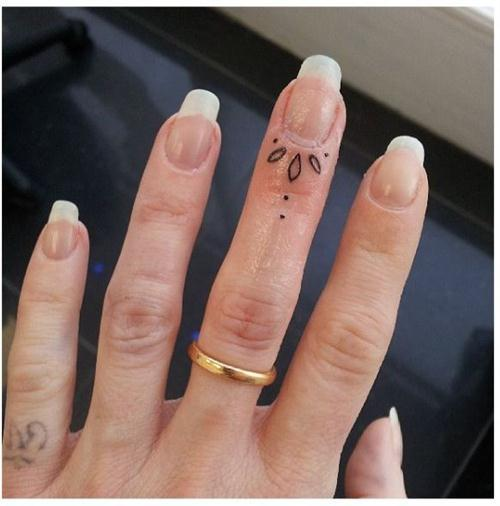 Minimal tattoo on a middle finger