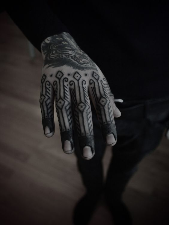 Another magnificient blackwork hand tattoo by Guy le Tattooer