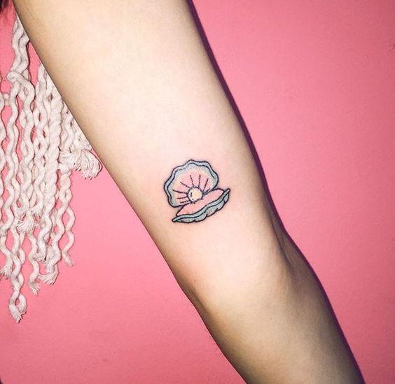 Clamshell traditional tattoo idea