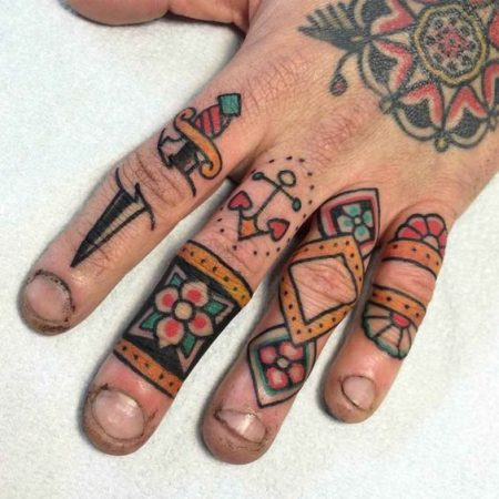 Small Traditional Tattoos: 40+ Awesome Old School Tattoo Ideas