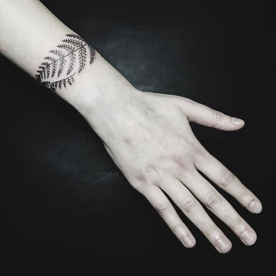 Armband fern tattoo