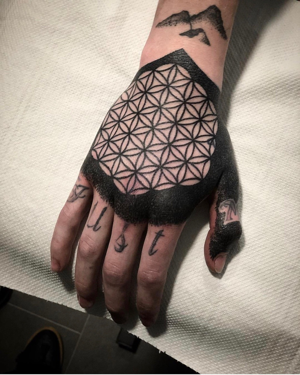 Flower of life tattoo discover the beauty and the meaning with flower of life tattoo discover the beauty and the meaning with these 30 ideas izmirmasajfo
