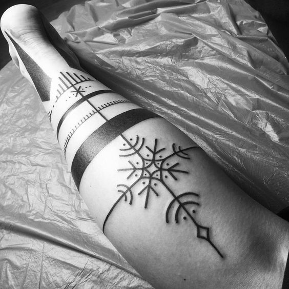 Nordic design black tattoo on the right leg