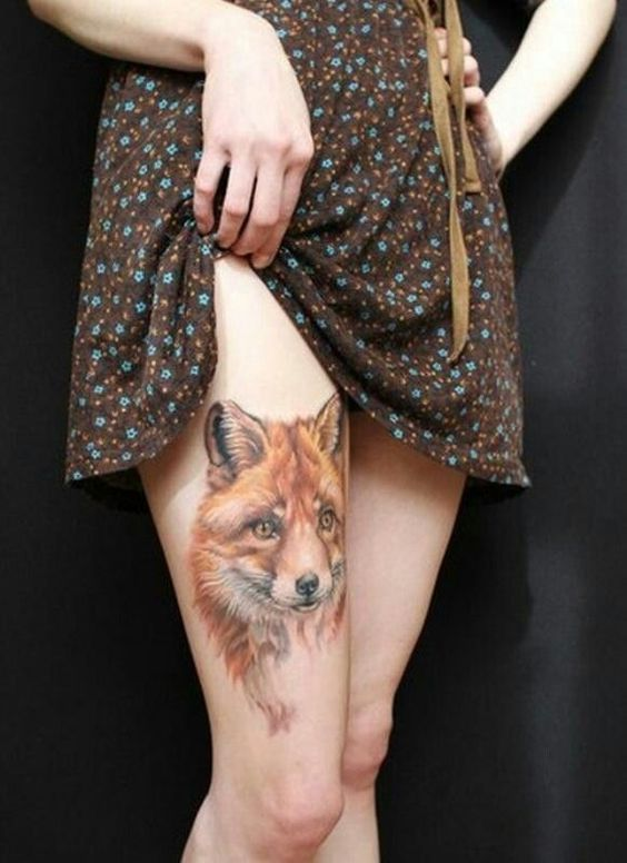 Realistic fox head tattoo on the right thigh