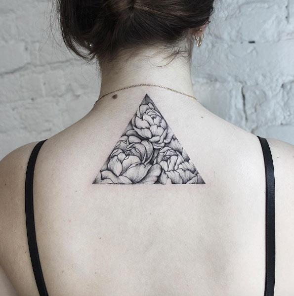 Triangular peony tattoo on the back by dasha sumkina