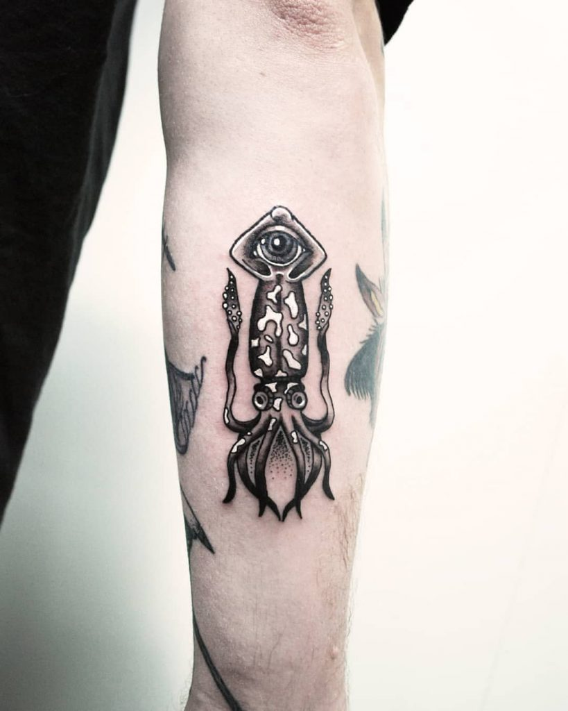 Black and white squid with the third eye
