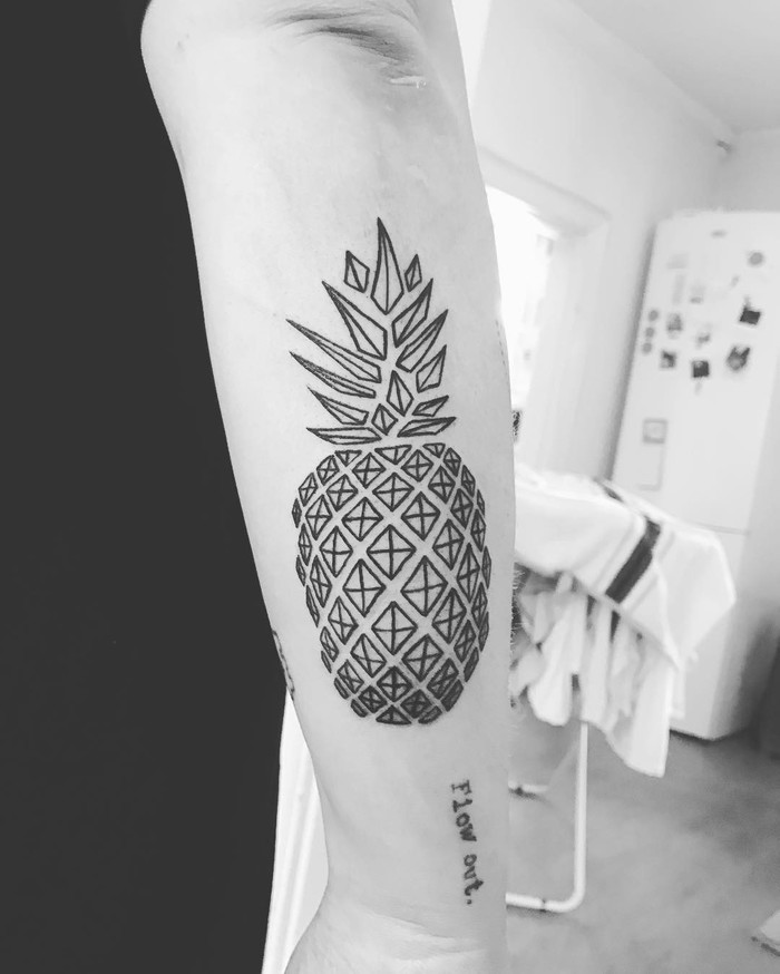 Geometric rhombus pineapple