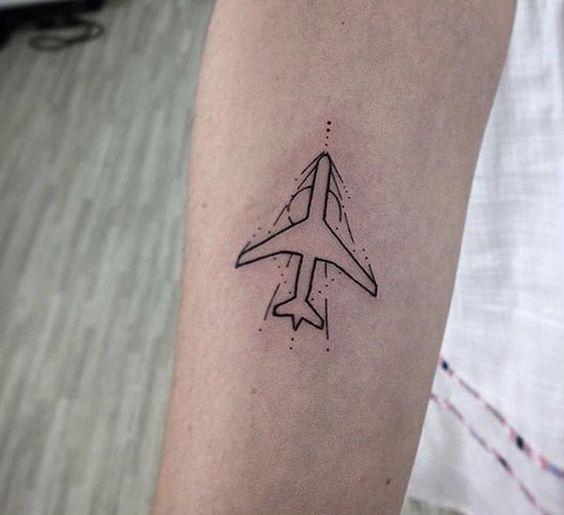 Flugzeug-Tattoo-Ideen, die Sie jetzt machen wollen