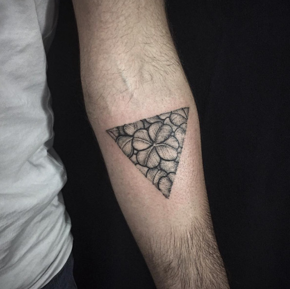 Four leaf clover in a triangle