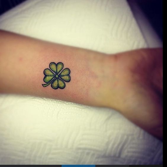 Oldschool style green four leaf clover tattoo
