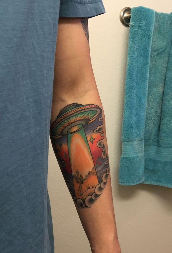 Ufo flying saucer tattoo