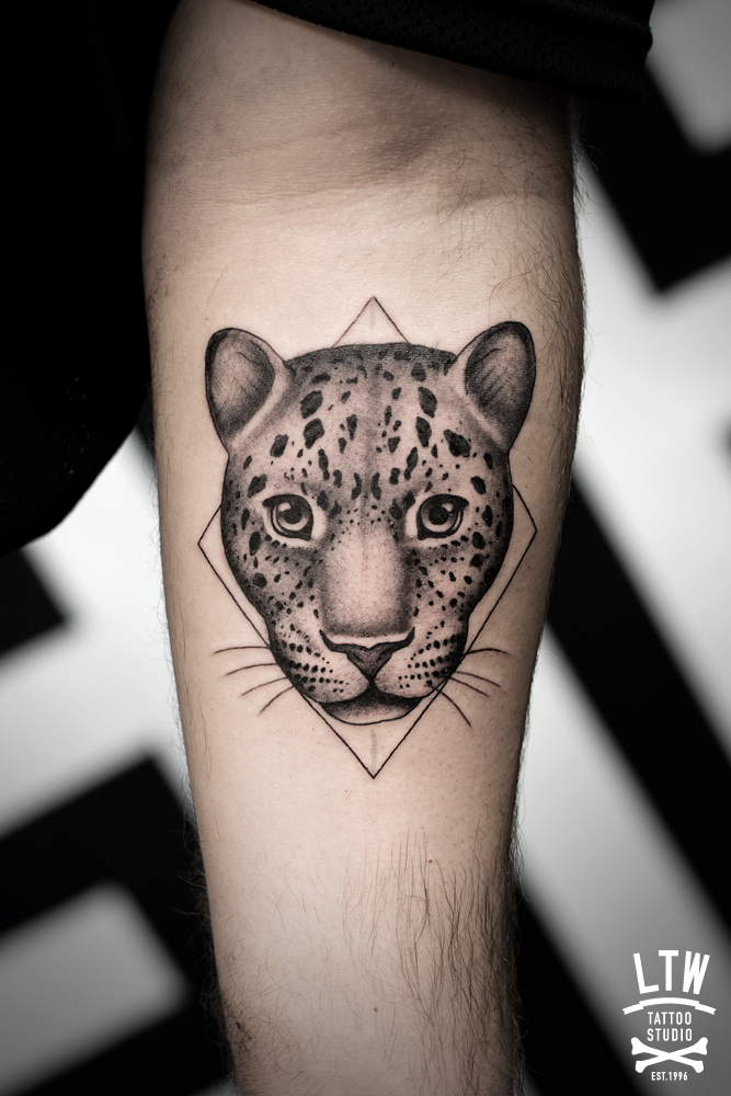 Leopard's head in a rhombus